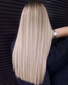 Blonde Hair With Roots, Blonde Hair Looks, Blonde Hair Girl, Blonde Hair With Highlights, Brown Blonde Hair, Beige Blonde, Blonde Hair Colour Shades, Hair Color Balayage, Short Platinum Blonde Hair