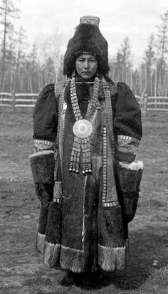 Wealthy Yakut woman in elaborate clothing, Siberia, Russia, 1902 | Photographer Waldemar Jochelson / Jesup North Pacific Expedition