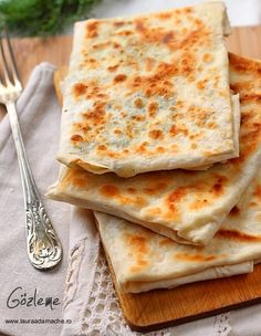 Gozleme is a Turkish speciality, which the thin sheet of dough stuffed with cheese and parsley or minced beef and onion then folded and grilled delicious food. Milk Recipes, Cheese Recipes, Lunch Recipes, Great Recipes, Breakfast Recipes, Cooking Recipes, Gozleme, Stem Challenge, Turkish Breakfast