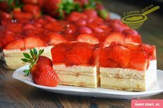 Strawberry Mousse Bars - no bake bars with fresh strawberries! Strawberry Mousse, Raspberry, No Bake Bars, Something Sweet, Sweet Tooth, Cheesecake, Cooking Recipes, Sweets, Baking