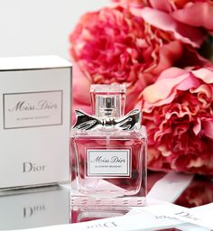 Want - I got some samples of this and I think I love it more than my Miss Dior Cherie! Just wish it was eau de parfum because it doesn't last long // Miss Dior Blooming Bouquet Eau De Toilette Rose Perfume, Perfume Oils, Perfume Bottles, Perfume Scents, Parfum Miss Dior, Ariana Perfume, Miss Dior Blooming Bouquet, Parfum Paris, Burberry Perfume
