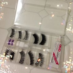 Storing False Lashes for Travel and Reuse