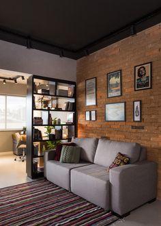Apartamento de 45 m² reflete o estilo urbano do jovem morador (Foto: ©Marcelo Donadussi) Brick Interior, Apartment Interior Design, Decor Interior Design, Home Living Room, Living Room Designs, Appartement Design, Cool Apartments, Sweet Home, New Homes