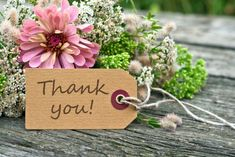 pink flowers and card with lettering thank you/thank you/english Thank You Quotes For Coworkers, Thank You Quotes For Helping, Thank You Messages For Birthday, Thank You Friend, Thank You Gifts, Thank U Cards, Writing Thank You Cards, Happy Birthday Flower, Birthday Wishes