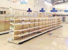 Crónica: Las TrISSSTEs tiendas abandonadas.   Algo raro pasa en estos supermercados: no hay clientes ni demostradoras. Ocurre que los proveedores dejaron de surtir desde enero de 2014 porque les deben más de mil millones de pesos.