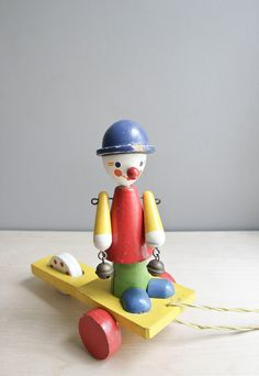 vintage pull toy / bellringer clown.   Oh Albatross