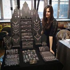 New crochet crafts fair display ideas ideas Jewellery Storage, Jewelry Organization, Jewellery Display, Jewelry Closet, Men's Jewellery, Necklace Display, Glass Jewelry, Diy Jewelry, Stall Display