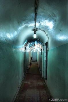 Bug-Out Backup: How to Find Shelter Undergound - Visuell Survival Shelter, Survival Prepping, Emergency Preparedness, Survival Skills, Bunker, Underground Cities, Underground Living, Provident Living, Safe Room