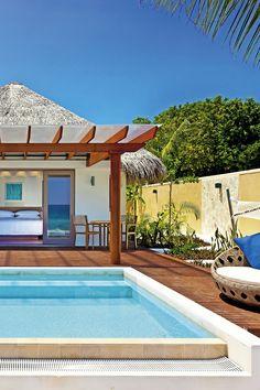 """Sheraton Maldives Full Moon Resort & Spa***** Als """"Full Moon"""" blickt dieses Resort auf eine langjährige Tradition zurück. Viele Stammgäste schwärmen von diesem schönen Resort.  #Malediven #PrivatePool #Honeymoon Private Pool, Spa, Beautiful Hotels, Maldives, Viajes"""