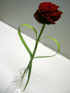 Red rose with heart table decoration for wedding.