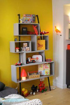 Laurette, Paris - Une collection de meubles pour chambre d'enfants au look rétro design et aux couleurs gourmandes et profondes. Bibliothèque La Folie en Gris.