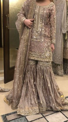 Fantastic Absolutely Free Bridal Dresses punjabi Suggestions Whether or not you happen to be musing of your wedding dress considering you're 5 as well as be aw Nikkah Dress, Shadi Dresses, Pakistani Formal Dresses, Pakistani Dress Design, Indian Dresses, Pakistani Fashion Party Wear, Pakistani Wedding Outfits, Pakistani Wedding Dresses, Bridal Outfits