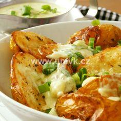 Kuřecí stehna pečená na bramborách a žampionech – U Miládky v kuchyni Empanadas, Potato Salad, Cauliflower, Grilling, Food And Drink, Potatoes, Cheese, Meat, Chicken
