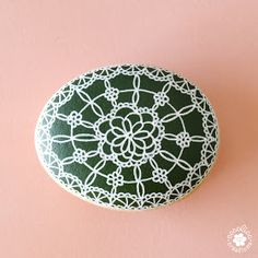 cocolico-creations: Galet peint dentelle... Decoration, Painted Rocks, Decorative Plates, Creations, Etsy, Tableware, Home Decor, Green Backgrounds, Painted Pebbles