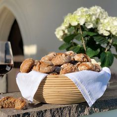 Glück ❤️ ist .... #Brot und Wein in liebevoller Gesellschaft. Ma guat! Simple Pleasures, Wine, Brot, Bakken