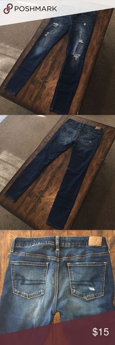 American Eagle Size 8 Jegging Distressed blue jegging, used but no damage American Eagle Outfitters Jeans Skinny