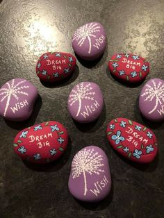 Rock Painting Ideas Easy, Rock Painting Designs, Stone Crafts, Rock Crafts, Mandala Painting, Stone Painting, Rock Sign, Art Education Lessons, Rock And Pebbles