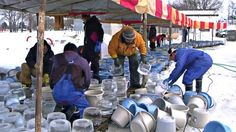 Preparing ice mold, I saw a lot of bucket.