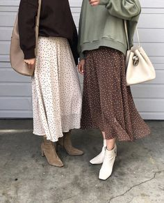 maxi gonne moda Source by gloriadiblasi outfits Mode Outfits, Fall Outfits, Casual Outfits, Fashion Outfits, Womens Fashion, Fashion Skirts, Long Skirt Fashion, Long Skirt Outfits, Long Skirt Style