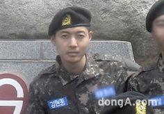 김현중, 훈련소 모습 전격 공개…담담한 표정 :: 네이버 TV연예