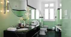 Art Deco home: 1930s Bathroom at Claridge's I love the curved plate glass in this room
