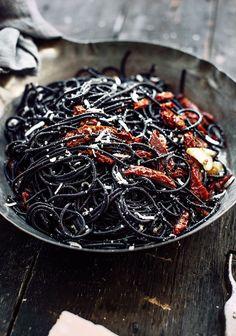 Cheveux de sorcière aux tomates - Halloween : des recettes effrayantes et faciles repérées sur Pinterest - Elle à Table