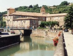 Moissac - The canal - Tarn-et-Garonne dept. - Midi-Pyrénées région, France    ...www.batewell.freeserve.co.uk