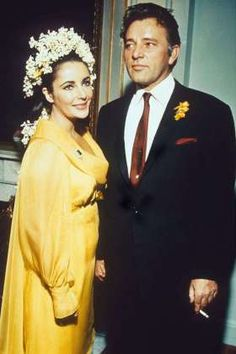 and the bride wore yellow. Elizabeth Taylor was beaming in her now iconic yellow chiffon gown when she married fellow actor Richard Burton in in Montreal, Canada at the Ritz-Carlton Hotel. Celebrity List, Celebrity Weddings, Angelina Jolie, Bijoux D'elizabeth Taylor, Classic Hollywood, Old Hollywood, Burton And Taylor, Elizabeth Taylor Jewelry, Edward Wilding