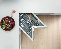 The SPACE CORNER cabinet gives you easy-to-access corner storage space for provisions. The spacious pull-outs make use of every inch available. Design Solutions, Smart Design, Storage Spaces, Small Kitchen, House, Home, Kitchen Fittings, Storage, Hafele