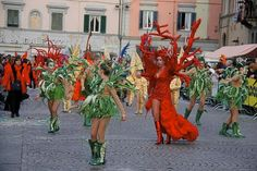 It's the beautiful Carnival of Santa Croce sull'Arno (Pisa), which takes place since 1928 and since then colors the streets with carnival parade, with 4 historical groups, both protagonists and opponents: Gli Spensierati, La Lupa, Il Nuovo Astro e  La Nuova Luna (The Glorious, The Wolf, The New Astro and the New Moon) with prizes awarded during last Sunday.  To be continued on the website...