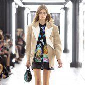 Louis Vuitton Style Couture, Haute Couture Fashion, Louis Vuitton, Blazer, Lady, Jackets, Collection, Women, Fashion Ideas