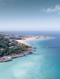 Most Beautiful Beaches, Beautiful Places To Visit, Cool Places To Visit, Places To Travel, British Beaches, Uk Beaches, Cornwall Beaches, Devon And Cornwall, St Ives Cornwall