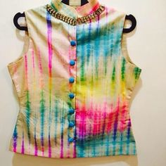 This multicolored kurti/short top can be paired up with any colour plain skirt. It's one of the best option for the ones who avoid heavy Indian wear and yet want some Indian touch to their wardrobe. Best Blouse Designs, Saree Blouse Designs, Blouse Styles, Dress Designs, Indian Attire, Indian Wear, Indian Outfits, Beautiful Blouses, Indian Designer Wear