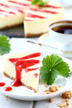 New York Cheesecake ja mansikkamelba - Suklaapossu Sweet Recipes, Feta, Panna Cotta, Cheesecake, New York, Ethnic Recipes, Drink, Dulce De Leche, New York City