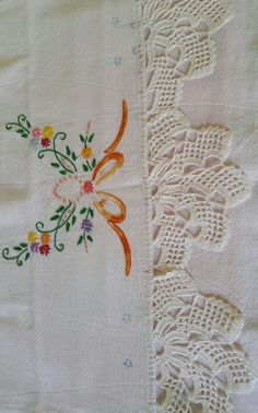 Crochet Shawl, Crochet Lace, Floral Embroidery, Embroidery Designs, Table Linens, Lace Trim, Diy And Crafts, Elsa, Pattern