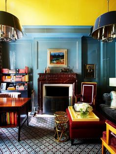 41 Popular Living Room Color Schemes And Ideas For Decor Blue Rooms, Blue Walls, Room Colors, Paint Colors, Wall Colours, Yellow Ceiling, Ceiling Color, Living Room Color Schemes, Gambrel