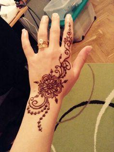Simple Henna 💕➰ Henna Mehndi, Hand Henna, Simple Henna, Hand Tattoos