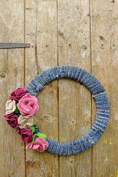 How To Make A Denim Wreath With Felt Roses 2019 DIY upcycled sweater and jeans into a gorgeous wreath for all seasons. The post How To Make A Denim Wreath With Felt Roses 2019 appeared first on Denim Diy. Recycled House, Recycled Crafts, Wreath Crafts, Diy Wreath, Wreath Ideas, Easy Diy Crafts, Home Crafts, Craft Projects, Projects To Try