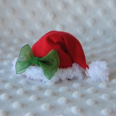 Items similar to Mini Santa Hat Christmas Hair Clip in Red and White with Green Sheer Ribbon Bow on Etsy Christmas Craft Fair, Christmas Hair, Wine Craft, Christmas Accessories, Ribbon Sculpture, Ribbon Bows, Ribbons, Making Hair Bows, Hat Hairstyles