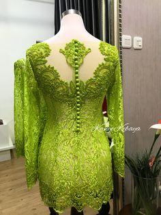 Kebaya hijau yang sangat cantik Kebaya Lace, Kebaya Brokat, Kebaya Dress, Batik Kebaya, Batik Dress, Dress Brukat, Lace Dress, Modern Kebaya, Indonesian Kebaya
