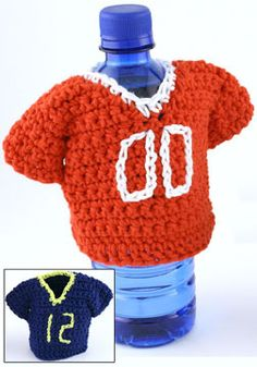 Team Spirit Bottle Cozy- Crochet a cute little jersey complete with optional embroidered number to keep your hands cozy and support your favorite team. This quick and easy crochet pattern would be perfect for a team gift exchange.