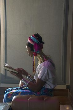 Steve McCurry : gorgeous photographs of people reading around the world / @G B | #socialreading