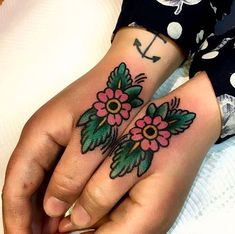 37 ideas for traditional succulent tattoo flower Thumb Tattoos, Knuckle Tattoos, Finger Tattoos, Body Art Tattoos, Sleeve Tattoos, Old Style Tattoos, Old Tattoos, Trendy Tattoos, Arabic Tattoos
