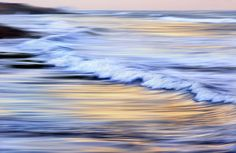 Dave Black photo of the ocean, captured by panning the camera
