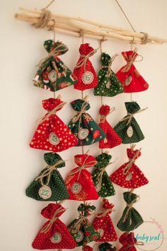 Adventní kalendář II Art Classroom, Advent Calendar, Christmas Ornaments, Holiday Decor, Crafts, Home Decor, Xmas, Christmas Sewing, Holiday Ornaments