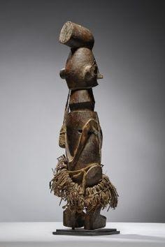 Lot n°98  Yaka Figure Congo, Lion Sculpture, Auction, Statue, Belgium, Collection, Art, Art Background, Kunst