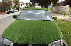 Just a car coated in fake grass gives going green a new kind of feel. lol We LOVE this over here at EasyTurf. We hope someone will want to do this with our turf one day. Funny Car Memes, Car Humor, Hilarious, Funny Cars, Funny Stuff, Car Pictures, Funny Pictures, Diesel, Astroturf