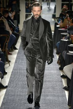 #Love the dusky gray of this ensemble. Joseph Abboud #Menswear Fall Winter 2018 New York