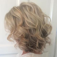 Curly Blonde Hairstyle For Medium Hair