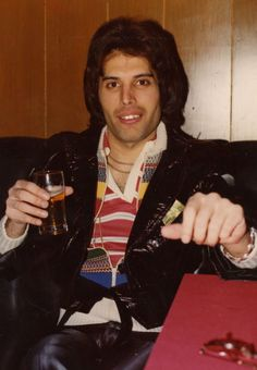 photograph of Freddie Mercury taken by a fan backstage at Maple Leaf Gardens, Toronto, Canada on February Brian May, John Deacon, King Of Queens, Roger Taylor, Queen Photos, Somebody To Love, Queen Freddie Mercury, Queen Band, Killer Queen